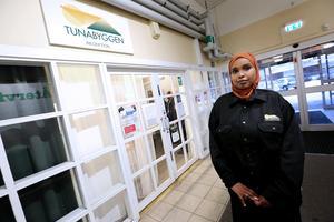Nyinvigt. Femspråkiga Nimo Ahmed kommer att jobba halvtid på det kombinerade Servicekontoret och Medborgarkontoret  i Tjärna centrum.