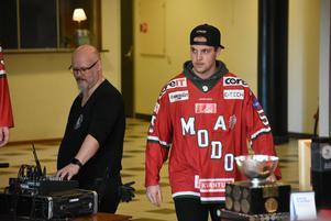 Sebastian Walfridsson på ceremonin för Modos J20-guldhjältar.
