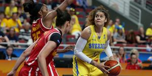 Amanda Zahui i landslagslinnet under EM 2019 mot Montenegro, ett lag de möter igen i EM-kvalet.