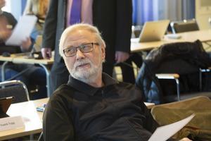 """""""Varje arbetstillfälle ute i byarna är livsviktigt för att folket ska kunna bo kvar där. Lika viktigt är det för de vårdbehövande att kunna få hjälp på hemorten"""", framhåller Roland Johansson (SD) apropå debatten om Säfsgården."""