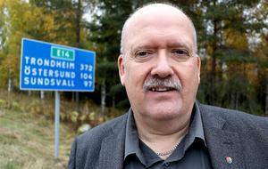 Åke Nyhlén (S) är den politiker som utsetts att jobba med frågan, som han menar inte går att lösa på kommunnivå utan kräver hjälp från högre ort än så.