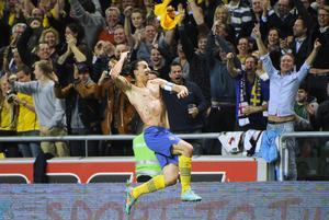 Zlatan jublar efter att ha gjort det otroliga cykelsparksmålet i träningsmatchen mot England år 2012.