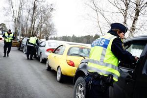 Trafikpolisen i länet består i dag av nio personer och man försöker sprida nykterhetskontrollerna över hela dygnet.