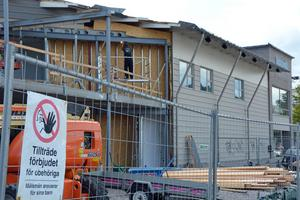 Byggkonjunkturen i länet har gått från svag till starkare än normalt, anser företagen. Utbyggnaden av Clas Ohlson-huset för SEB är ett av projekten i Sundsvall nu.