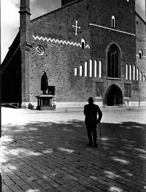 Västerås domkyrka har anor från 1200-talet, men låg det en äldre biskopskyrka på samma plats? En utgrävning 1958 skulle ge svar, men någon rapport skrevs aldrig. Foto: Anders Lif