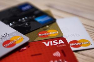Kreditkortsföretagen använder data om sina kunder för att ta betalt av företagen - som lägger kostnaden på dig som konsument.