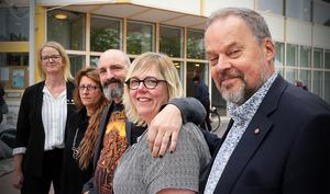 Ida Stafrin (C), Anna Strand Proos (M), Jon Björkman (V) , Malin Svanholm (S) och Jan Sahlén (S) är överens. Ideologin har tillfälligt lagts åt sidan för att kunna lösa de mycket tuffa ekonomiska läget.