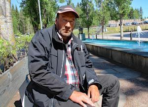 Försäkringskassan säger nej till att ge njursjuke 57-årige Bengt Wigg sjukersättning på halvtid, trots att läkarna vid Mora lasarett sjukskriver honom på halvtid.