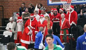 Jämtland hade skapat en julklack lagom till matchen. De höll igång hela matchen – trots att hemmalaget tidigt hamnade i underläge.