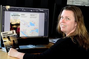 Linda Isaksson håller på och slutför arbetet med Destination Ljungandalens egna turistkarta.
