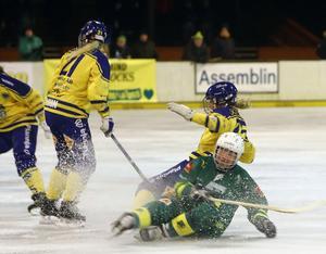 Skutskärs ryska landslagsspelare Olga Rodionova kämpade sig igenom 7–0-matchen mot Skirö på halvdålig is - och sedan var det bråttom till tåg och flyg. FOTO: LARSGÖRAN SVENSSON
