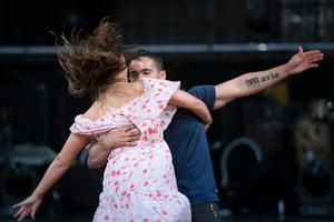 Här repeterar Jon Henrik Fjällgren och hans danspartner Katja Luján Engelholm inför semifinalen.
