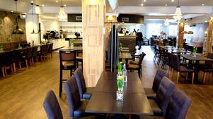 Vy från Le Chef. Shady Bachalaani har tidigare jobbat 50-60 timmar i veckan med sin framgångsrika pizzeria Isaks Corner på Söder. Där kommer han även fortsatt att rycka in under helgruscher. Därmed väntar en arbetsvecka på i runda slängar 84 timmar, beräknat på att han arbetar klockan 8-22 sex dagar i veckan. Nu får han med sig sin partner Pauline Amso i nya satsningen Le Chef.