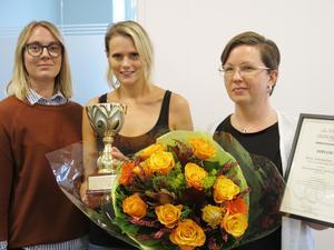 Karolina Hård, vårdenhetschef, Veronica Lindström och Ulrica Höglund, undersköterskor och huvudhandledare på Strokeavdelningen, pristagare för Årets arbetsplats 2019.
