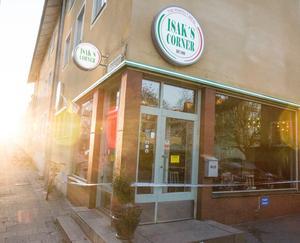 På måndagsmorgonen var det stängt på pizzerian. Så kommer det vara tills polisens tekniker undersökt platsen.