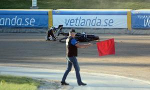 Kim Nilsson efter att heat 3 flaggars av. Nilsson dömdes ha orsakat kraschen och fick inte vara med när heatet startade om.