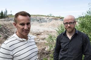 Ove Jadehov och Thomas Strandberg protesterar mot Fortums idé som bygger på att anlägga en central för giftigt gruvavfall på Kniptjärnsberget.