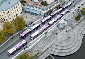 Liberalerna menar att nuvarande busstrafik går att förfina, förbättra och utveckla utan att det behöver göras massiva ombyggnationer av vår stad. Bilden är från 2018. Foto Gabriel Rådström