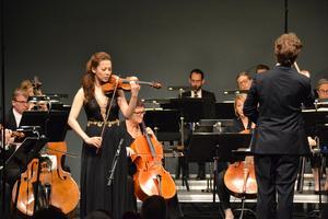 Daniel Blendulf hade bjudit in violinisten Clara-Jumi Kang till sin avskedskonsert.  Foto: Anne Pettersson