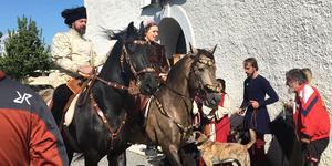 Malin Hellstedt och Daniel Nyholm från Färingsö var på plats under Sorundas medeltidsdag.
