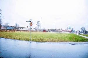 Det är här de nya bostäderna planeras, mellan Solbacksallén och Storgatan.