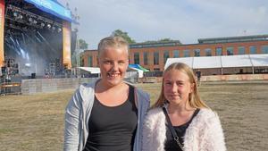 Från vänster, Moa Berglund och Amelia Koch.
