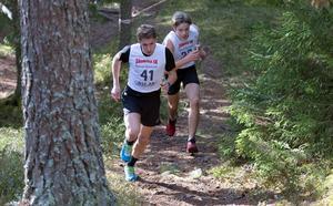 Borlängeduell i pojkklassen. Stora Tunas Sander Krouwel utmanar Domnarvets Nils Bergström, som dock höll undan och vann.