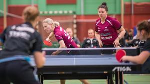 Junos Sofia Westholm (till vänster) svarade för en topprestation mot Arvika, men trots det så föll Avestalaget med 4–6.