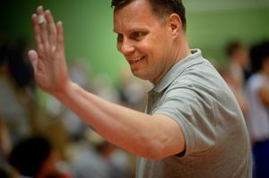 H-G Rådström visar hur en high five går till.