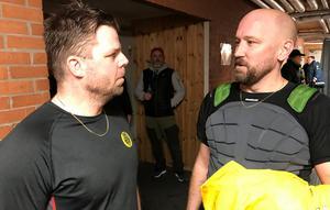 Ove Molin med initiativtagaren till Stora cancermatchen Hasse Ahltin.