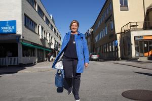 Karin Karlsbro har ett hektiskt schema med resor kors och tvärs över landet. Hon stannar dock till i Norrtälje med jämna mellanrum.