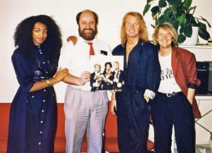Style besökte Åhléns i Örebro 1988, här med Lennarth Sollerman Gustafsson näst längst till vänster. Foto: Privat