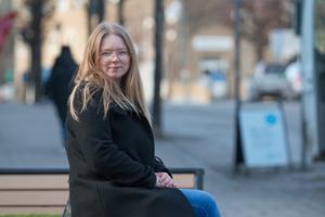 På kvinnojourerna ser man ofta att kvinnor som kontaktar dem är utsatta för hot och våld under en lång tid. Olivia Gustafsson, ordförande i Kvinno- och tjejjouren Pax i Nynäshamn.