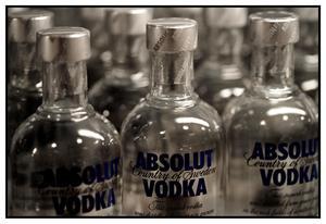 En kvinna från Borlänge kommun har åtalats misstänkt för att ha stulit spritflaskor från Systembolaget på Norra Backa i Borlänge. OBS: Bilden föreställer inte spritflaskorna i fråga. Foto: Fredrik Persson/TT