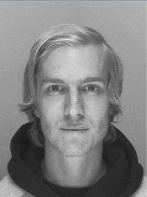 Martin Strömberg sågs senast den 13 september i Forsbacka där han bor. Han hade kommit hem från sin mammas bostad och skulle senare samma dag hämta sin dotter på dagis. Redan dagen efter att Martin anmälts försvunnen gick polisen ut med den här bilden och hoppades att någon skulle ha sett honom. Bild: Polisen.