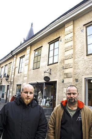 Thomas Björklund och Sebastian Söderqvist är två av krafterna bakom den nystartade föreningen Mitt andra hem, M2H, som vill starta en fritidsgård i Nora för ungdomar mellan 16 och 20 år.
