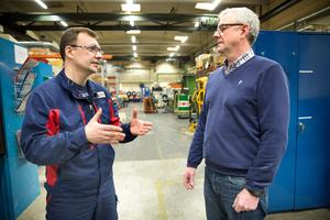 Leif Andersson, vd på Sjölanders Mekaniska försöker hitta möjligheter till ett nytt arbetstillstånd åt Vedran Kutic.