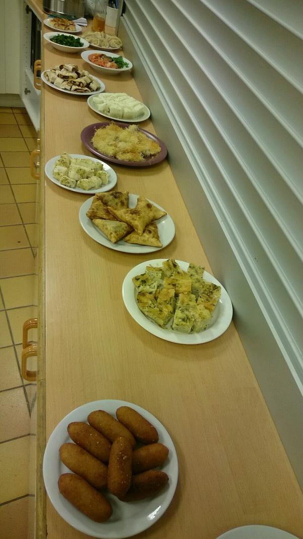 Mat från flera olika kulturer serverades, och gick förstås åt, under kulturdagen på Risbroskolan.
