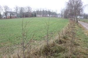 Marken ligger nedanför Christinelunds herrgård och bostadsområde.