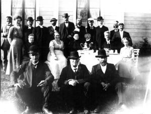 En biskop med prominenta gäster 1913, troligen i Frostvikenområdet. Någon som vet mer om detta besök?