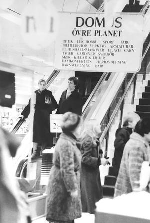 I rulltrappan på Domus 1981. Foto: VLT:s arkiv