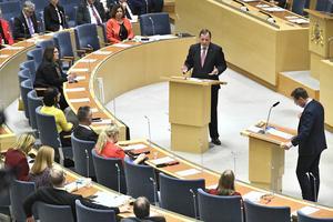 Statsminister Stefan Löfven (S) och Moderaternas partiledare Ulf Kristersson under den EU-politiska partiledardebatten i riksdagshuset onsdag 13 november. Foto: Claudio Bresciani / TT.
