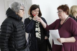 Ingbritt och Soraya Alousch fick svar på frågor av Ljusdalshems Ingrid Hagman.
