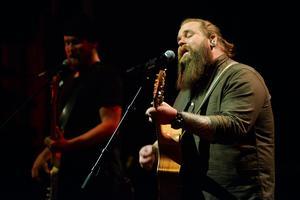 Chris Kläfford och hans band spelade på Tonhallen i Sundsvall på söndagskvällen. Många av låtarna är covers som Chris sjöng under sin medverkan i tv-programmet Idol.