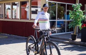 Olsson fick vara utan cykeln länge, men tog sig tillbaka så snabbt som doktorn sagt att det skulle vara möjligt.
