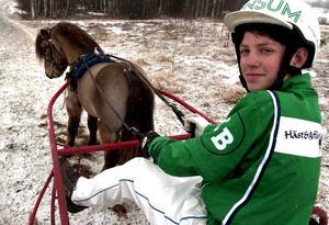 När Kristoffer Berglund var yngre höll han på med ponnytrav. Pappa Jens Berglund är travbanechef på Bergsåker och Dannero. Bild: Stefan Sundkvist