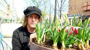 Fredrik Berglund, trummis i långlivade Gävlebandet The Scrags som ofta beskrivits som ett garagerockband men nu är