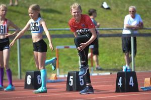 Julia Jonsson Dahlen gör sig redo för sina 60 meter.