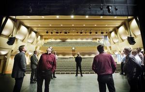 Stora scenen har 586 sittplatser, varav 212 på läktaren och fyra rullstolsplatser.