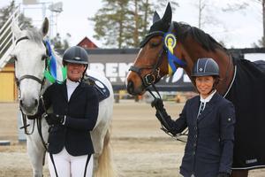 Tvåan Terese Jons tillsammans med klubbkamraten Anna Stenberg som segrade i 1:30 klassen.